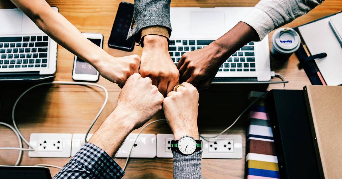 Csapatkohézió – Hogyan építsünk biztos lábakon álló csapatot?